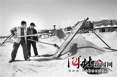 秦皇岛海港区组织整理各浴场沙滩 金沙碧海迎游客