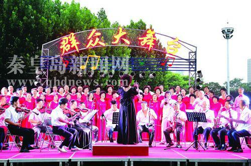 """最好要懂表演,知道演出什么地方最精彩……""""7月31日,在秦皇岛市舞台"""