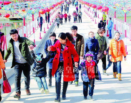 秦皇岛市民游客欢喜过大年
